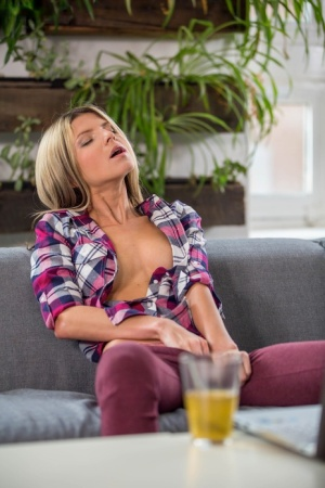 Babes Masturbating Pics