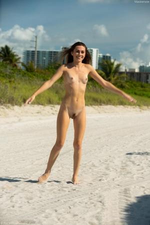 Beach Babes Pics