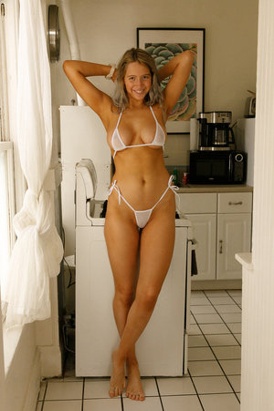 Bikini Babes Pics