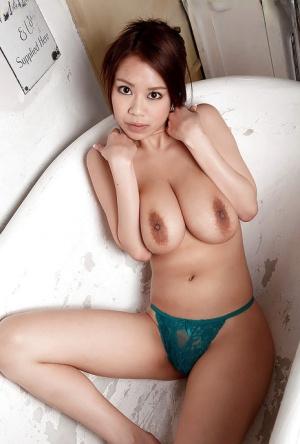 Saggy Tits Babes Pics